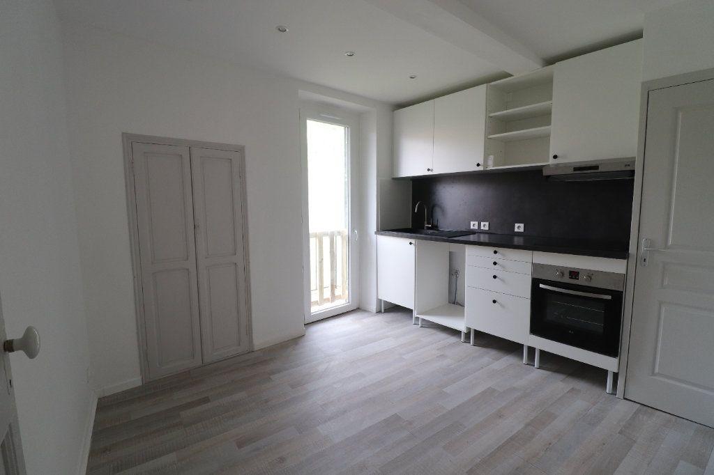 Appartement à louer 4 78.29m2 à L'Escarène vignette-1