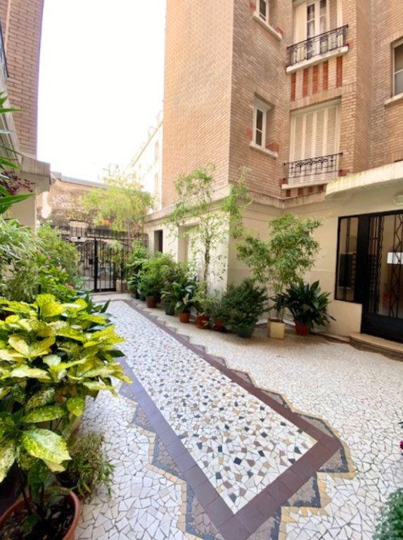 Appartement à vendre 2 45m2 à Paris 20 vignette-1