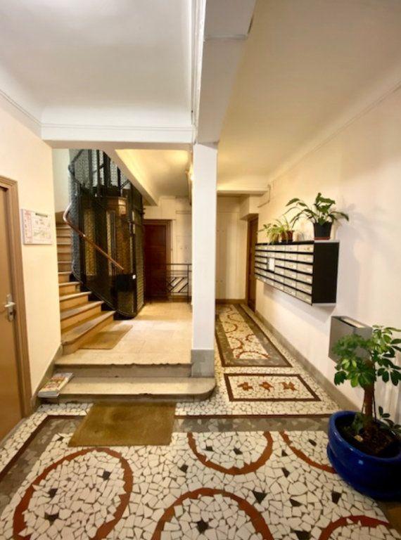 Appartement à vendre 2 45m2 à Paris 20 vignette-2