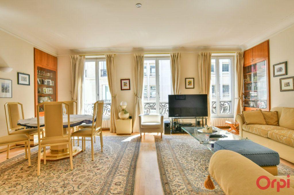 Appartement à vendre 3 74.5m2 à Paris 8 vignette-1
