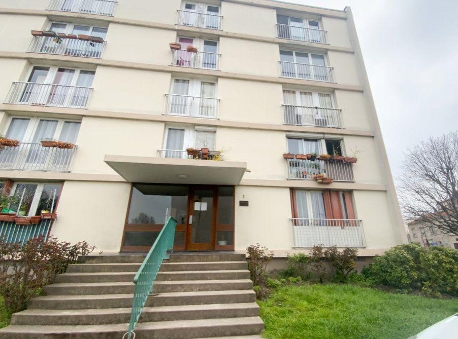 Appartement à vendre 3 66m2 à Aubervilliers vignette-1