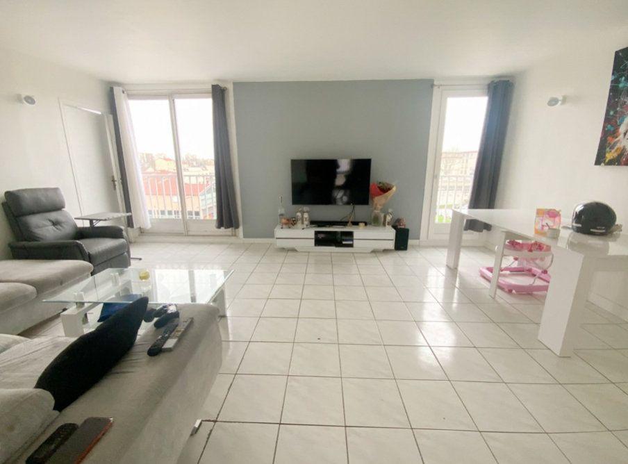 Appartement à vendre 3 66m2 à Aubervilliers vignette-2