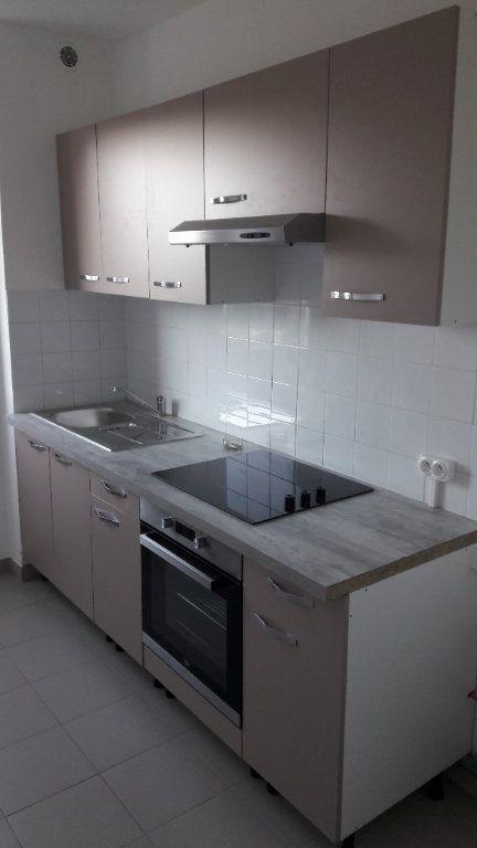 Appartement à louer 4 80m2 à Saint-Ambroix vignette-1