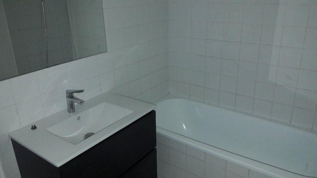 Appartement à louer 4 80m2 à Saint-Ambroix vignette-2