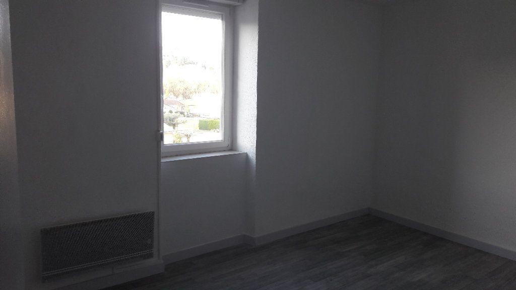 Appartement à louer 4 80m2 à Saint-Ambroix vignette-3