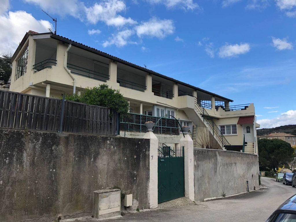 Immeuble à vendre 0 491m2 à Saint-Brès vignette-1