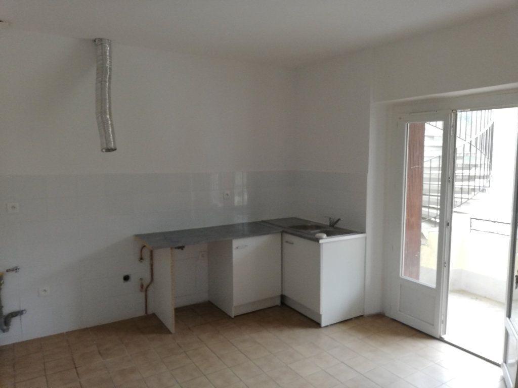 Appartement à louer 3 69m2 à Meyrannes vignette-2