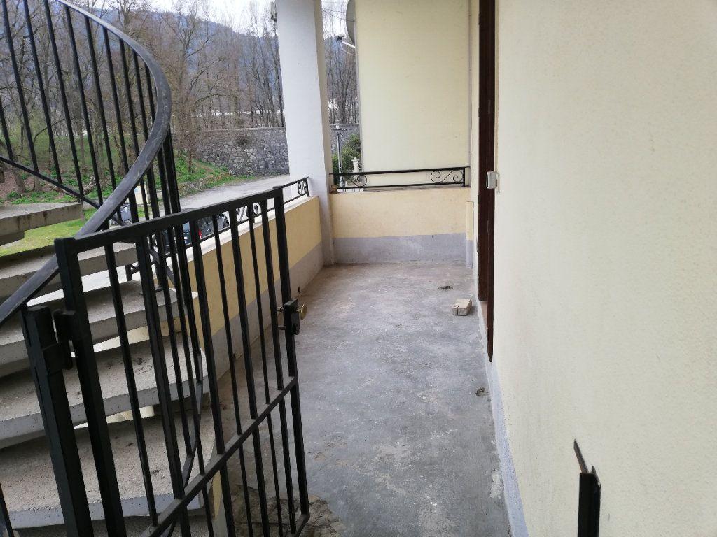 Appartement à louer 3 69m2 à Meyrannes vignette-3