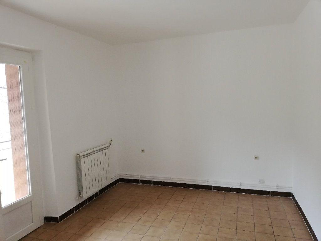 Appartement à louer 3 69m2 à Meyrannes vignette-4