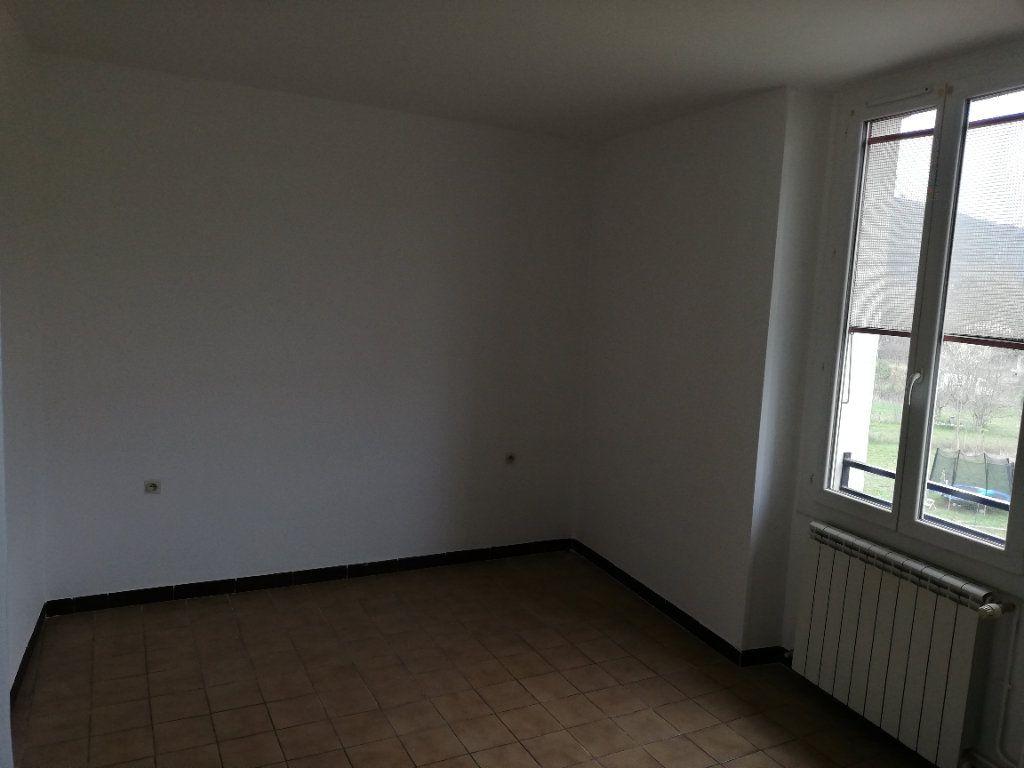 Appartement à louer 3 69m2 à Meyrannes vignette-6