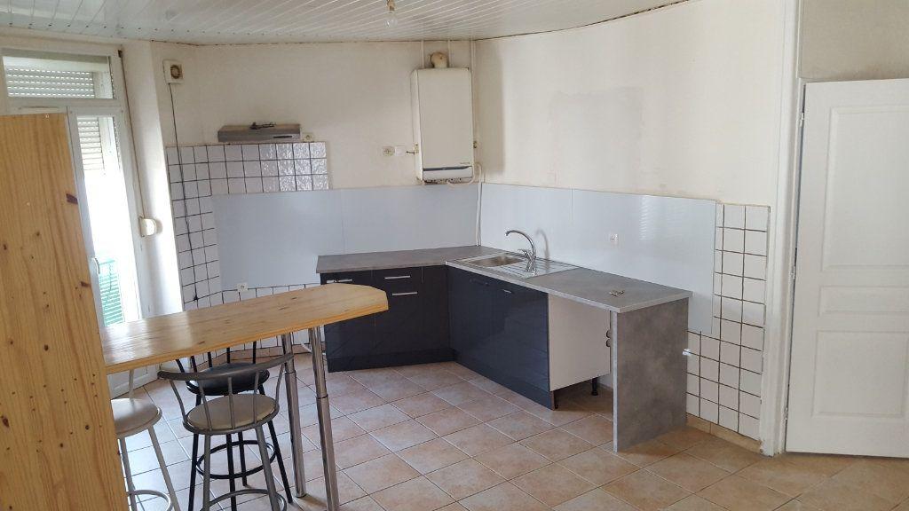 Appartement à louer 3 51.92m2 à Saint-Ambroix vignette-2