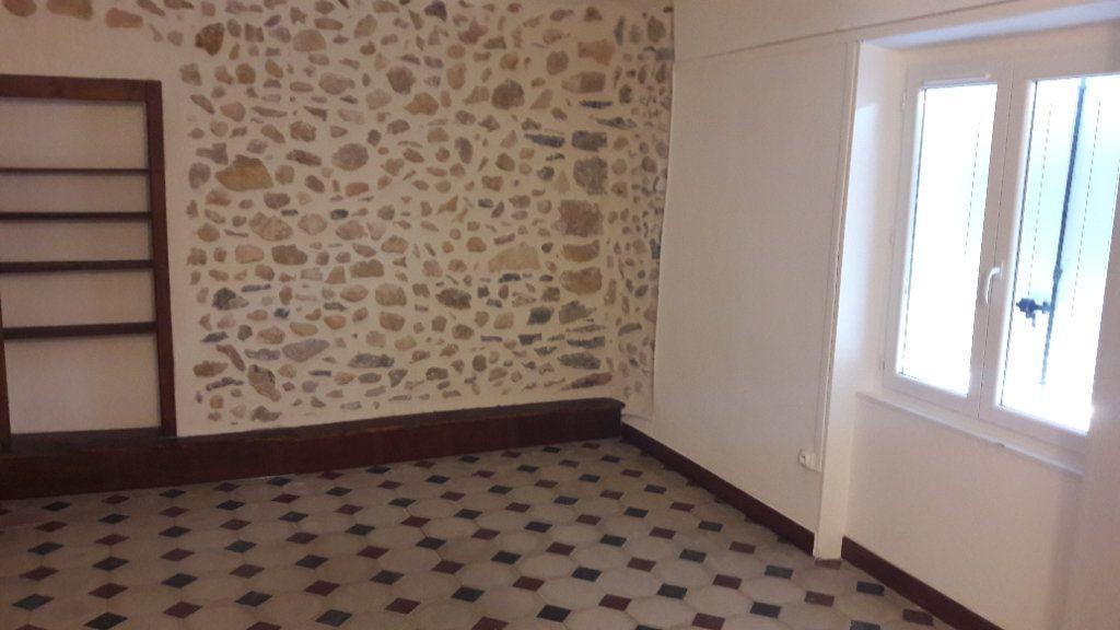 Appartement à louer 4 84m2 à Saint-Ambroix vignette-1