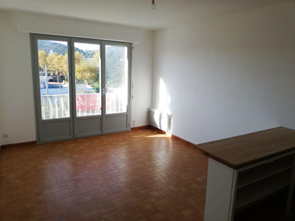 Appartement à louer 1 22m2 à Alès vignette-1