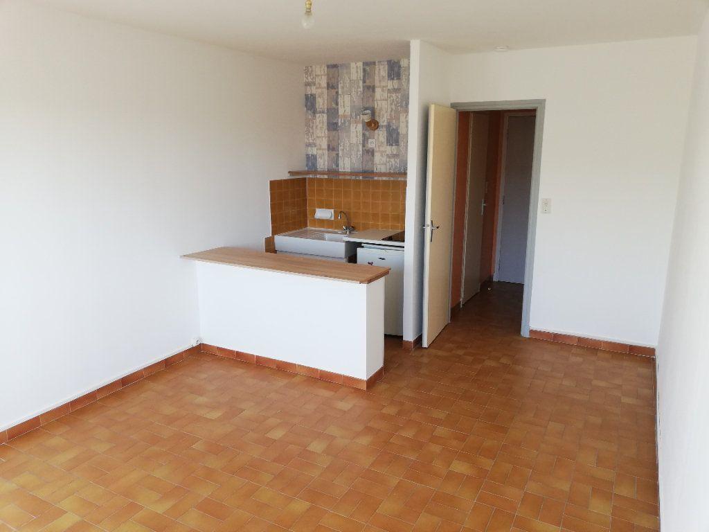 Appartement à louer 1 22m2 à Alès vignette-2