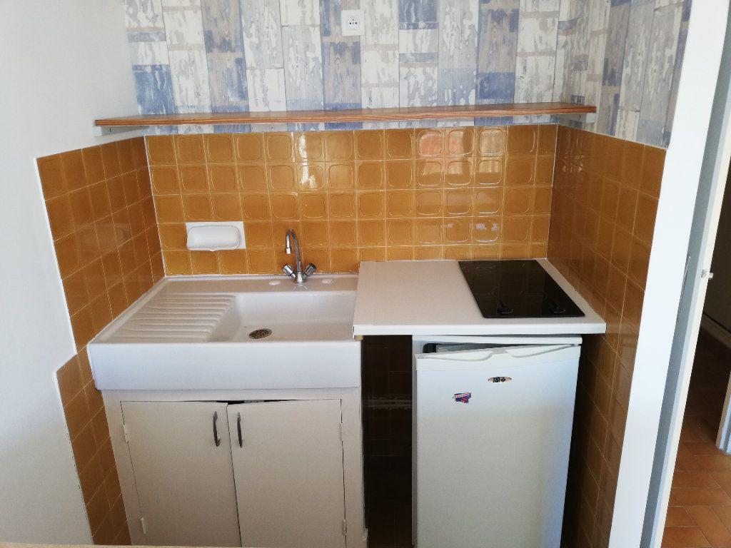 Appartement à louer 1 22m2 à Alès vignette-3