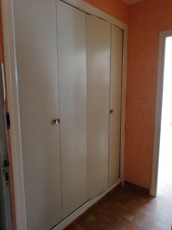 Appartement à louer 1 22m2 à Alès vignette-4