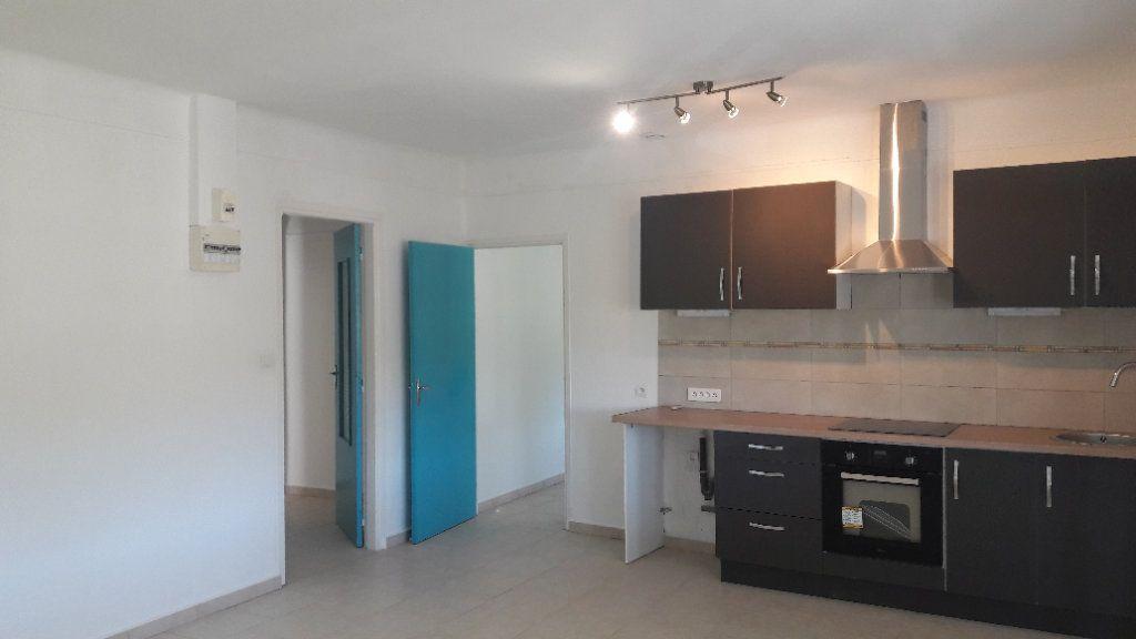 Appartement à louer 3 75.09m2 à Saint-Brès vignette-5