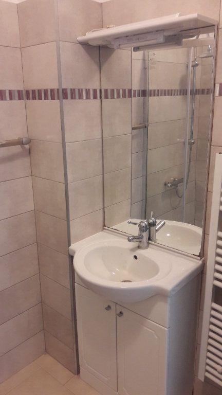 Appartement à louer 3 75.09m2 à Saint-Brès vignette-6