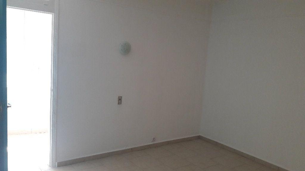 Appartement à louer 3 75.09m2 à Saint-Brès vignette-7