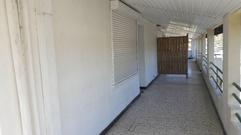 Appartement à louer 3 75.09m2 à Saint-Brès vignette-8