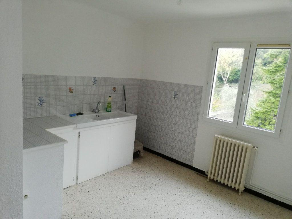 Appartement à louer 3 60.91m2 à Saint-Ambroix vignette-2