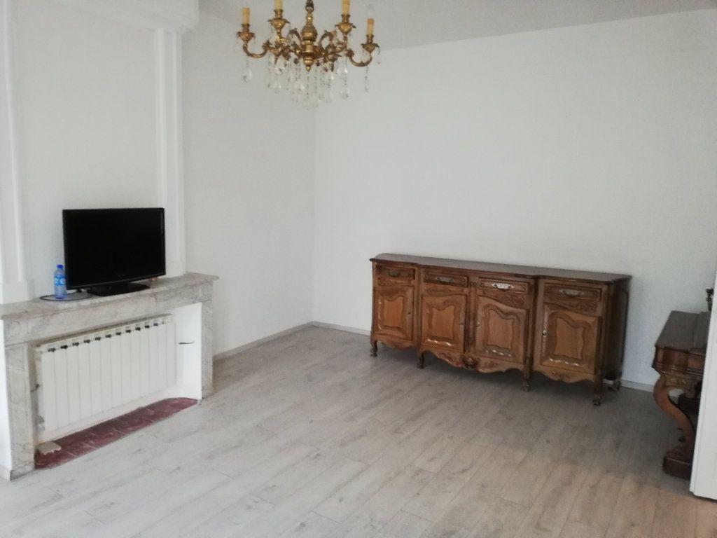 Appartement à louer 2 72.73m2 à Saint-Ambroix vignette-1