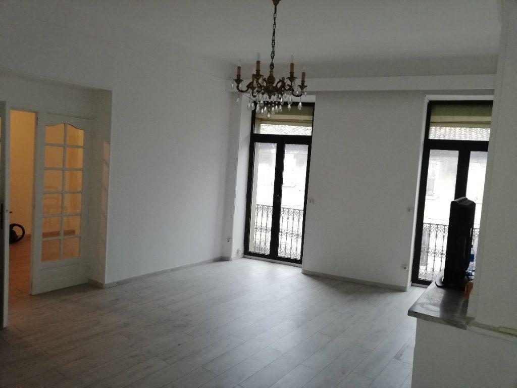 Appartement à louer 2 72.73m2 à Saint-Ambroix vignette-2