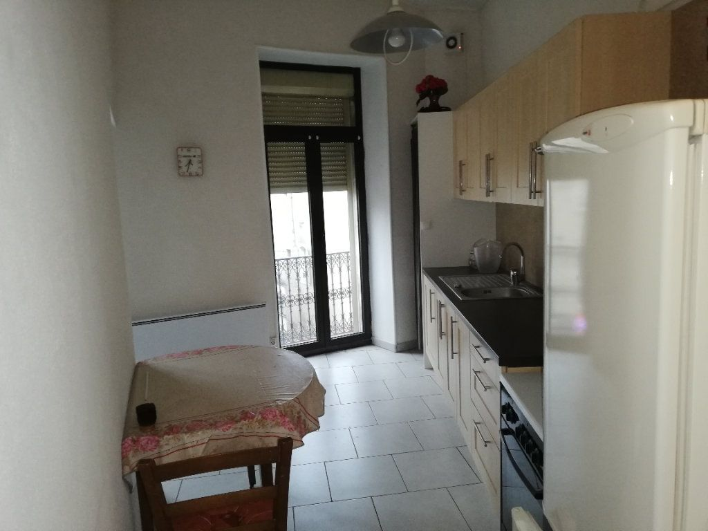 Appartement à louer 2 72.73m2 à Saint-Ambroix vignette-3