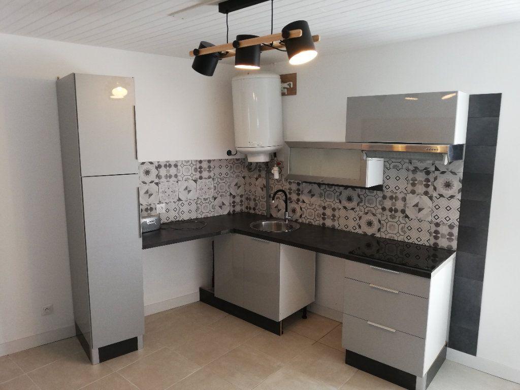 Appartement à louer 2 38m2 à Robiac-Rochessadoule vignette-1