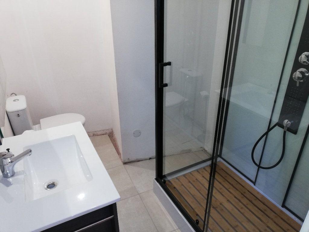 Appartement à louer 2 38m2 à Robiac-Rochessadoule vignette-4