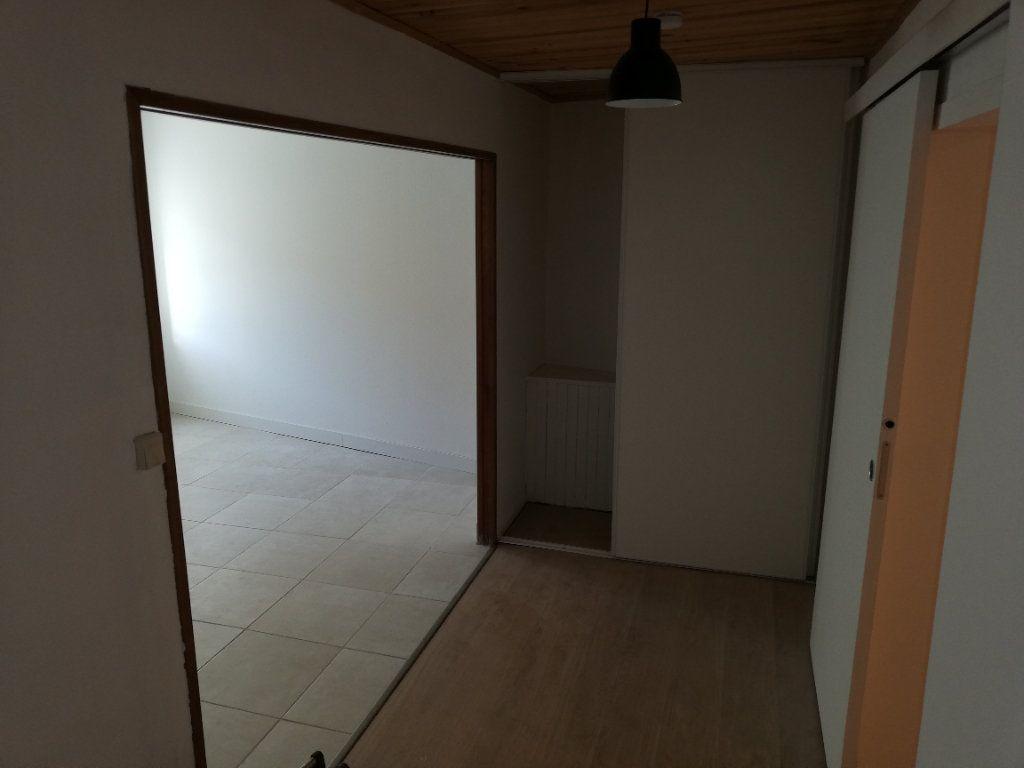 Appartement à louer 2 38m2 à Robiac-Rochessadoule vignette-9