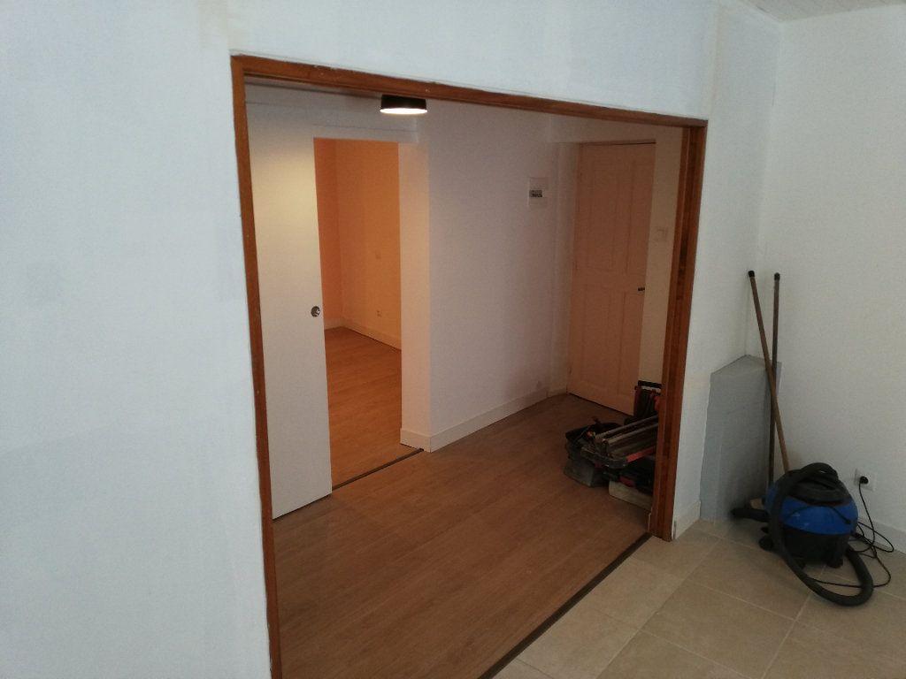 Appartement à louer 2 38m2 à Robiac-Rochessadoule vignette-11