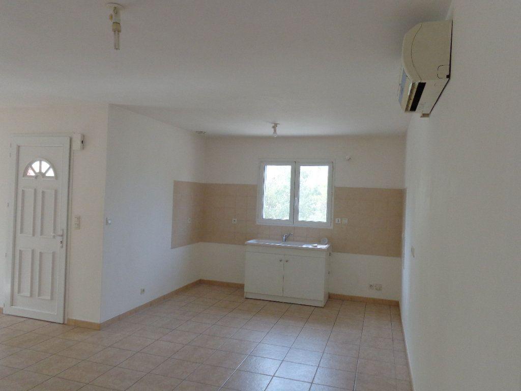 Maison à louer 4 89.82m2 à Saint-Jean-de-Maruéjols-et-Avéjan vignette-5