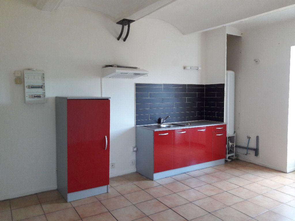 Appartement à louer 2 37.61m2 à Saint-Ambroix vignette-1