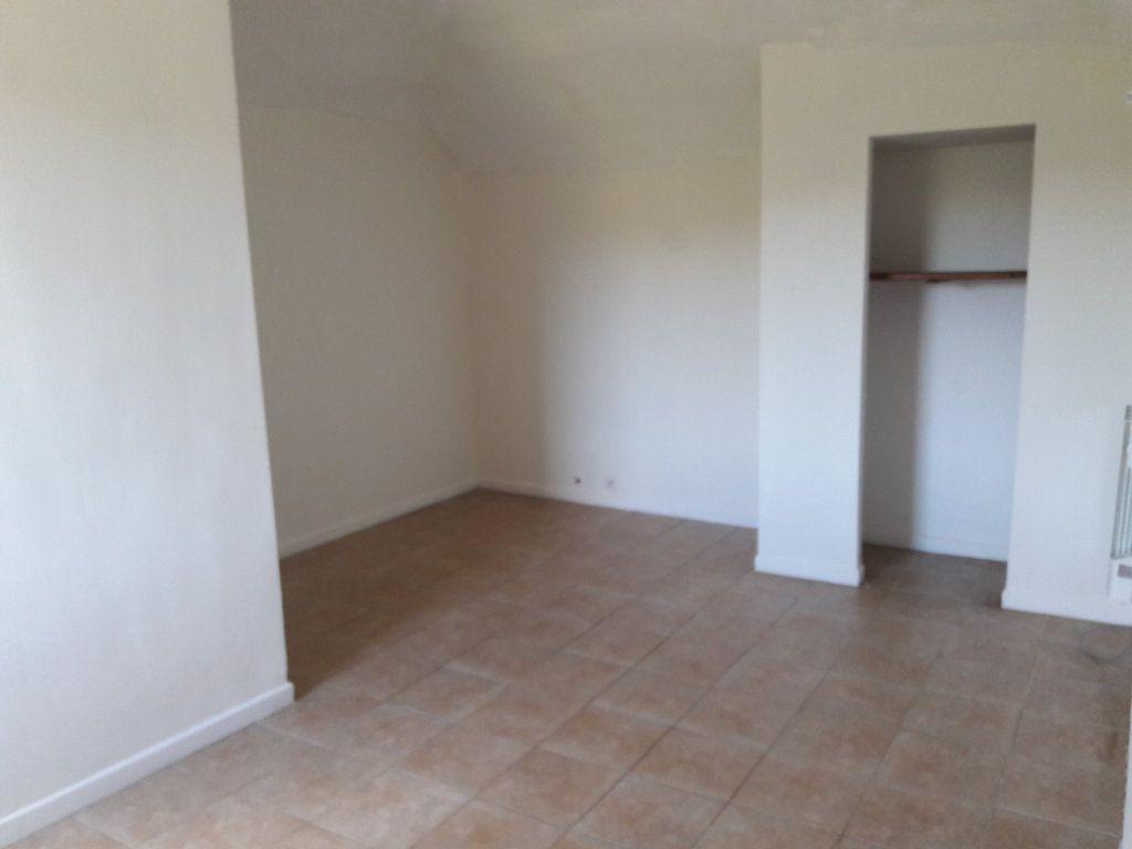 Appartement à louer 2 37.61m2 à Saint-Ambroix vignette-5