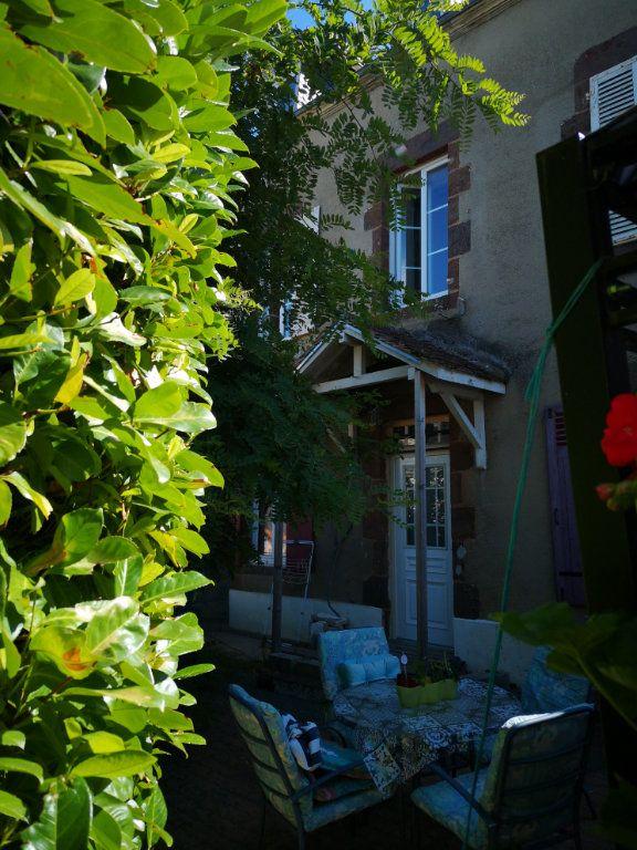 Maison à vendre 5 110m2 à Fresnay-sur-Sarthe vignette-1