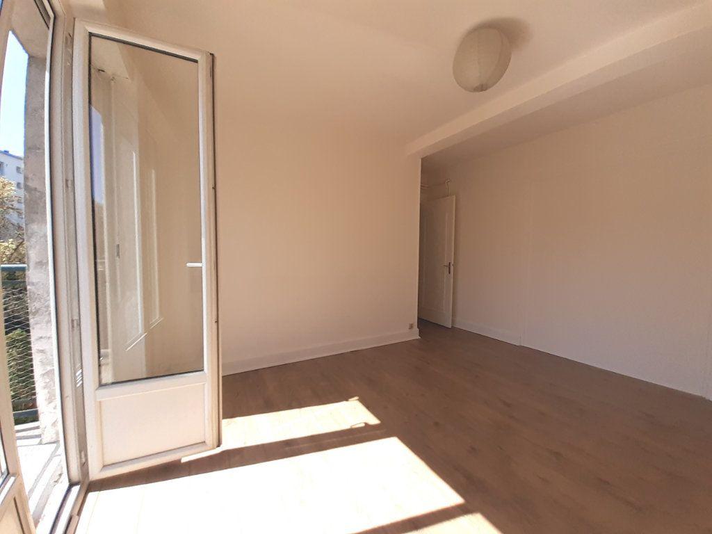 Appartement à louer 3 95m2 à Vandoeuvre-lès-Nancy vignette-2