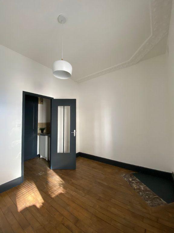 Appartement à louer 1 15m2 à Nancy vignette-2