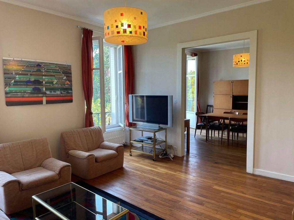 Appartement à louer 4 117.19m2 à Nancy vignette-1