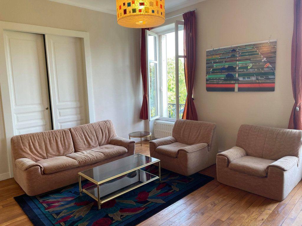 Appartement à louer 4 117.19m2 à Nancy vignette-4