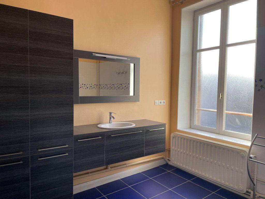 Appartement à louer 4 117.19m2 à Nancy vignette-5