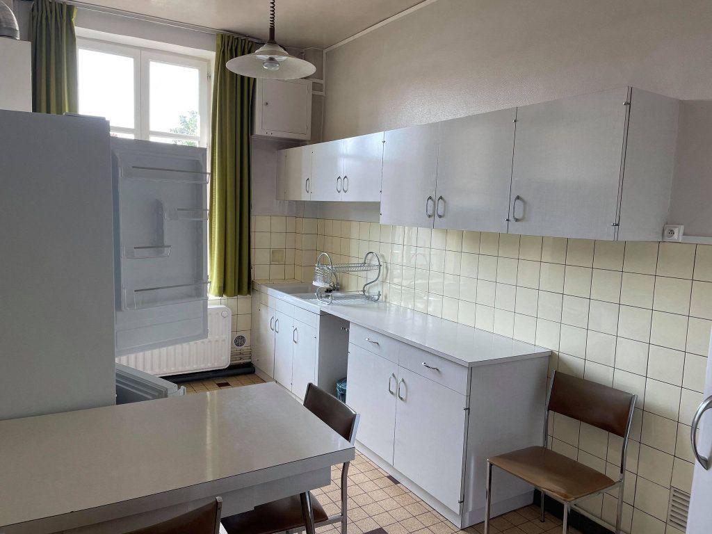 Appartement à louer 4 117.19m2 à Nancy vignette-7