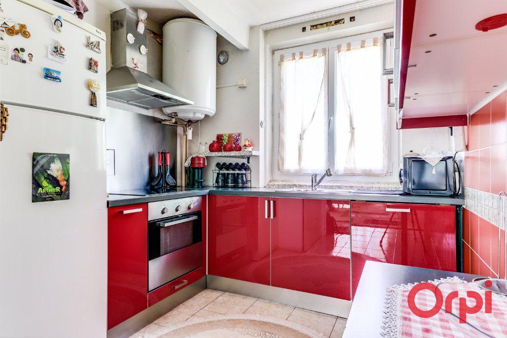 Appartement à vendre 4 70m2 à Clichy-sous-Bois vignette-4