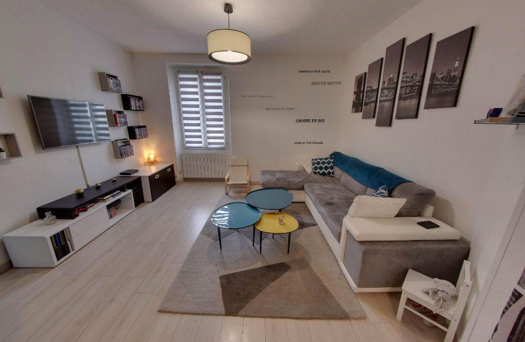 Appartement à vendre 4 64.09m2 à Luzarches vignette-1