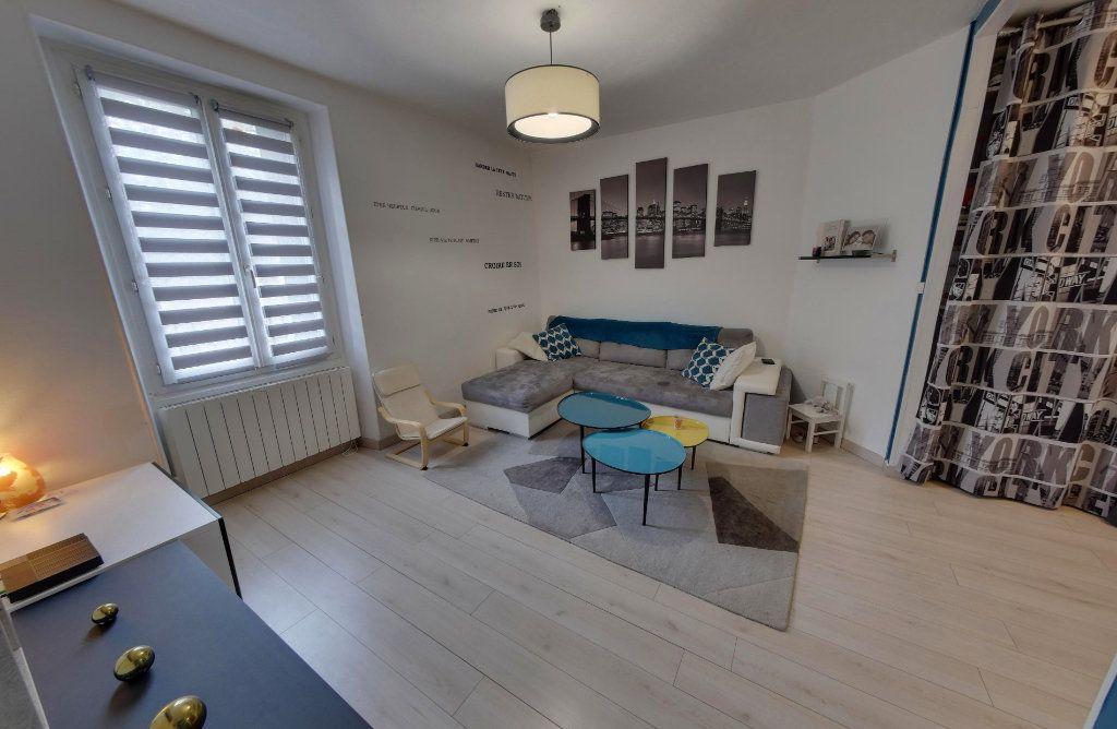 Appartement à vendre 4 64.09m2 à Luzarches vignette-2