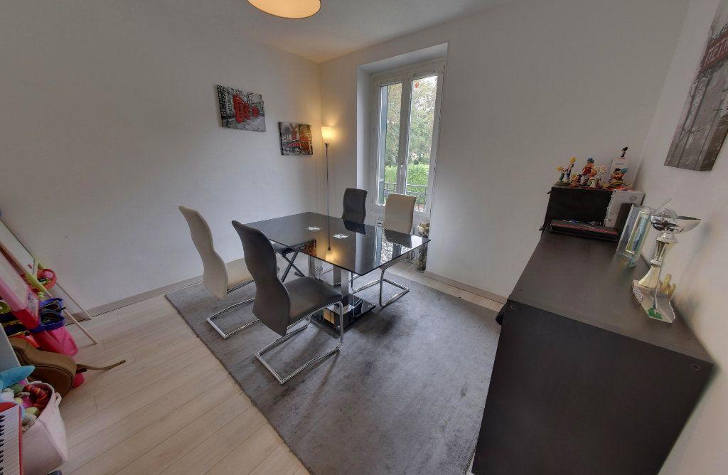 Appartement à vendre 4 64.09m2 à Luzarches vignette-3