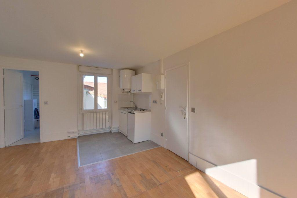 Appartement à louer 1 25.71m2 à Saint-Prix vignette-1
