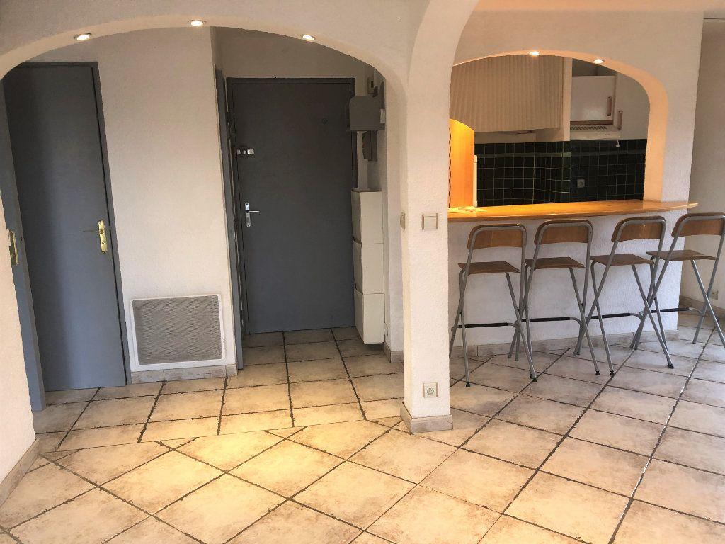 Appartement à louer 2 34.75m2 à Sainte-Maxime vignette-1