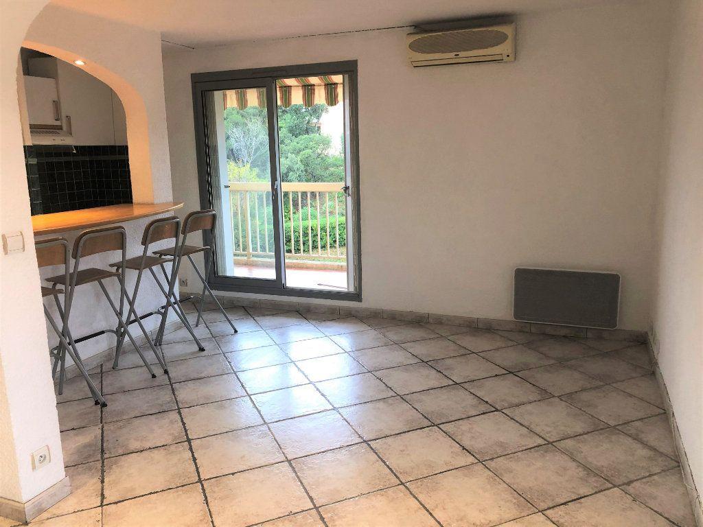 Appartement à louer 2 34.75m2 à Sainte-Maxime vignette-2