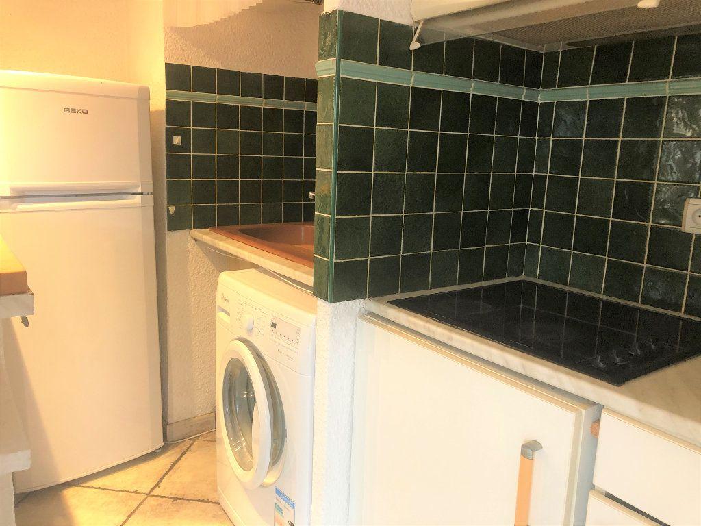 Appartement à louer 2 34.75m2 à Sainte-Maxime vignette-3